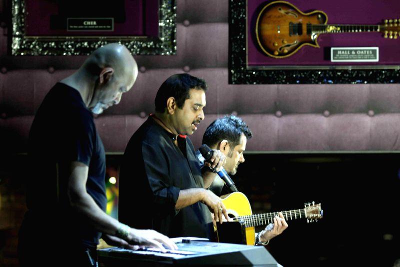 Music composer Loy Mendonsa, singer Shankar Mahadevan and music composer and guitarist Ehsaan Noorani during the launch of new show McDowell`s N0 1 Yaari Jam by Pepsi MTV Indies in Mumbai, on ...
