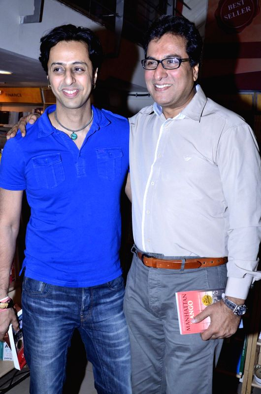 Music composer Salim Merchant and Ghazal singer Talat Aziz during the launch of Madhuri Iyer's book Manhattan Mango in Mumbai, on July 4, 2014.