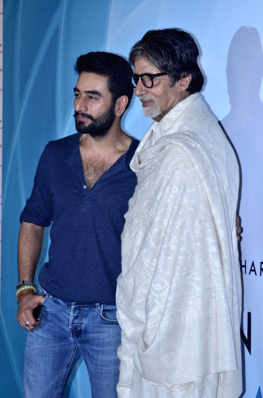 Music director and singer Shekhar Ravjiani and actor Amitabh Bachchan during the launch of single Hanuman Chalisa in Mumbai on July 29, 2014. - Amitabh Bachchan
