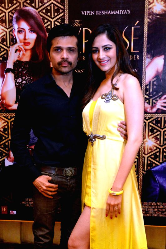 Music director, singer, actor, Himesh Reshammiya and actress Zoya Afroz during a press conference of their upcoming film ``The Expose`` in Jaipur on May 10, 2014. - Zoya Afroz