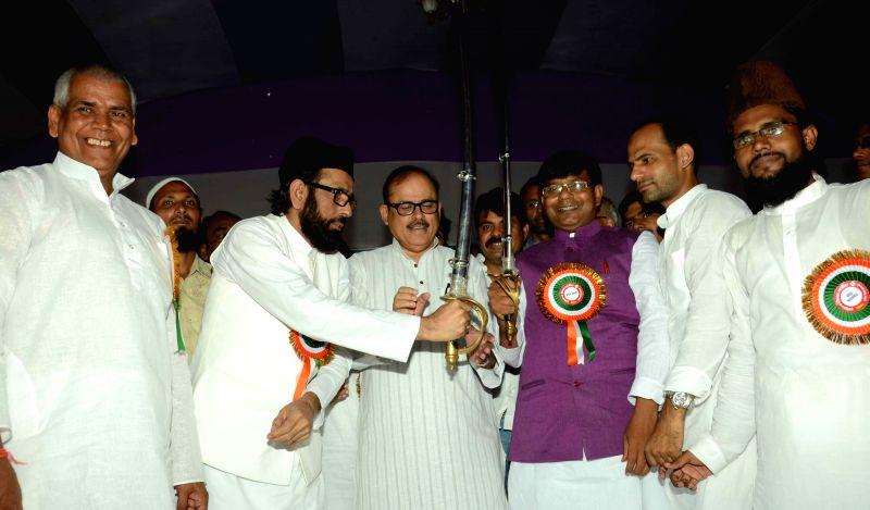 Muslim cleric Maulana Tauqeer Raza Khan being felicitated during Muslim and Dalit Adhikar Rally in Patna, on Aug 16, 2015.