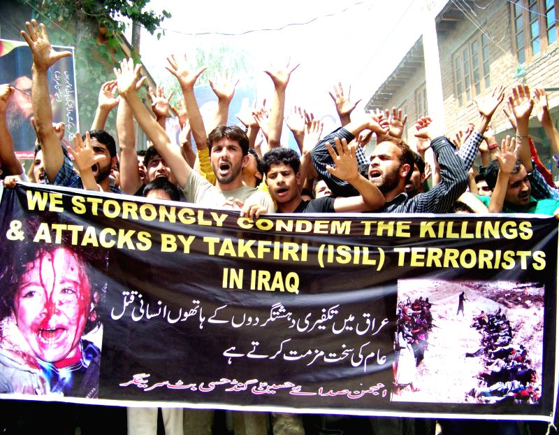 Muslims demonstrate to condemn recent militant attacks in Iraq, in Srinagar on June 20, 2014.