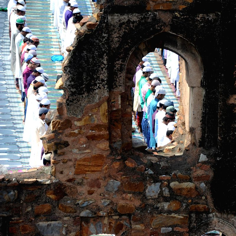 Muslims offer prayers on occassion of Eid-ul-Fitr at the Feroz Shah Kotla Fort mosque in Delhi on July 29, 2014.
