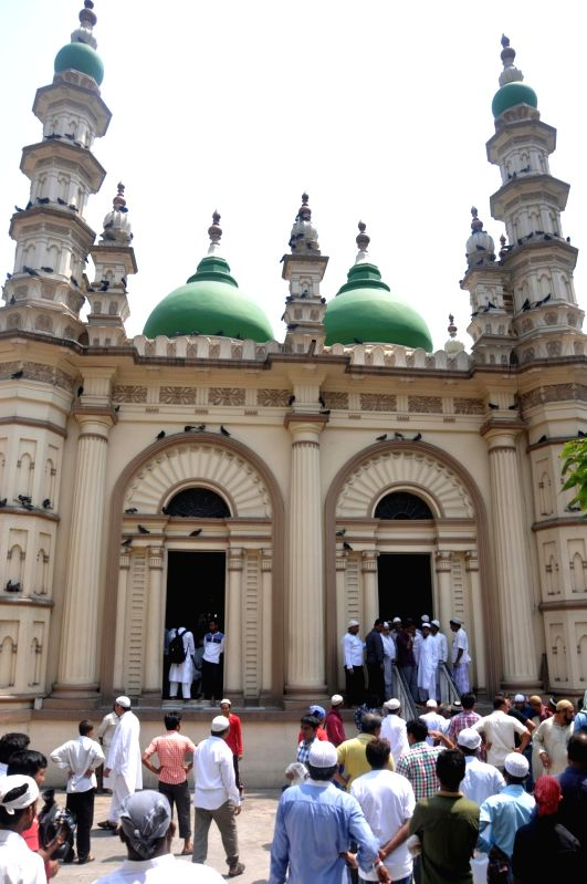 Muslims stage a demonstration against Tipu Sultan Mosque Shahi Imam Maulana Noor-ur Rehman Barkati who recently threatened 'jihad' and refused to take off the beacon from his vehicle in ...