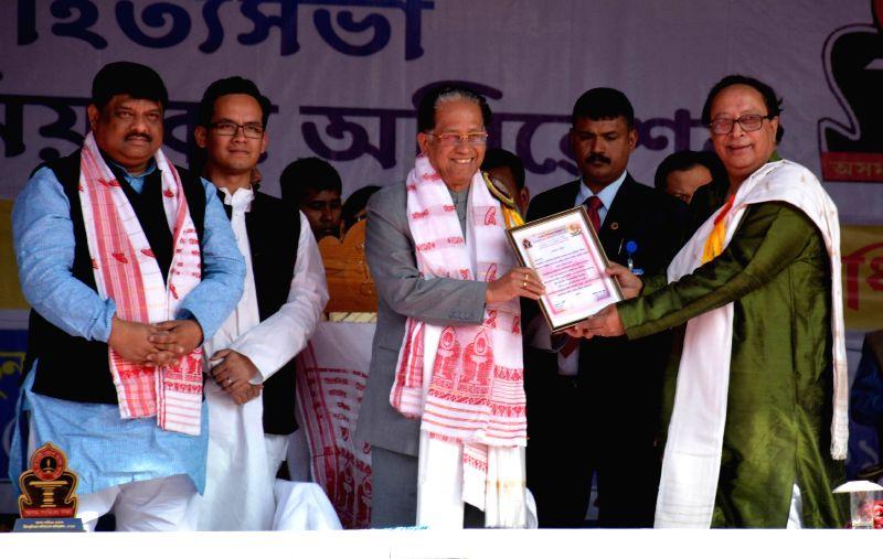 Assam Chief Minister Tarun Gogoi being felicitated by newly elected President of Asam Sahitya Sabha Dhrubajyoti Bora during Asam Sahitya Sabha`s 73rd 2nd annual conference at Pandit Atmaram ..