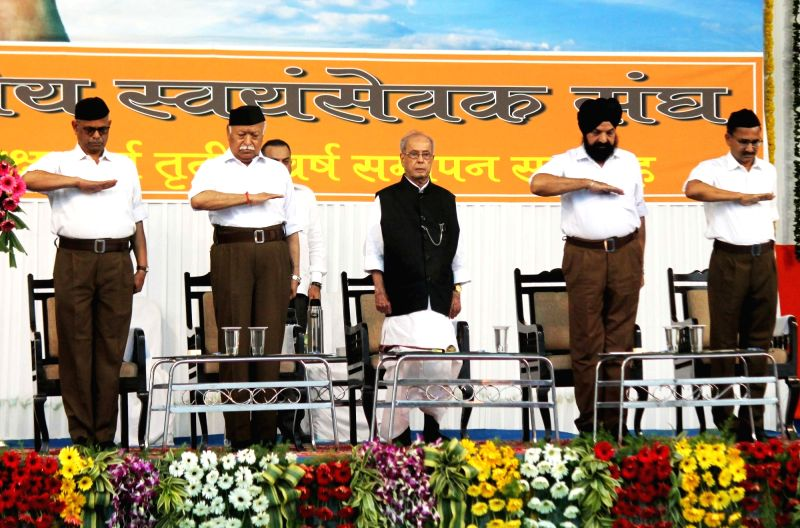 ": Nagpur: Former President Pranab Mukherjee and RSS chief Mohan Bhagwat at the concluding function of RSS-organised ""Tritiya Varsh Varg"" in Nagpur on June 7, 2018. (Photo: IANS)."