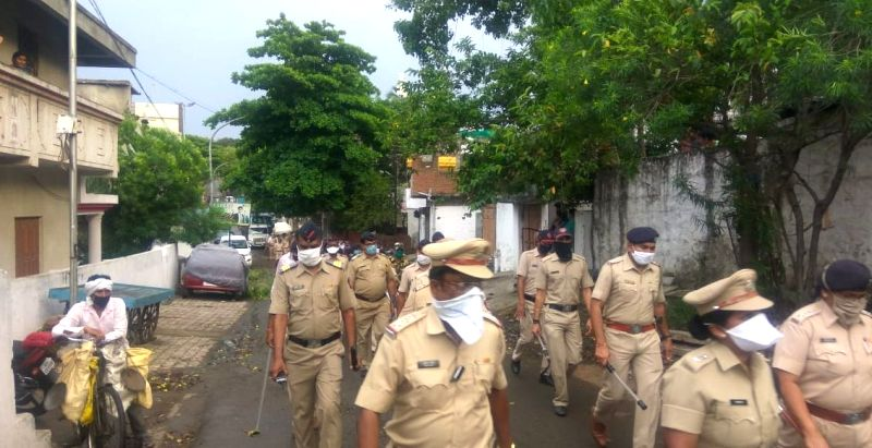 Nagpur: People of Nagpur's Girtokhadan area showered flowers, clapped and cheered a 75-team of police, RAF, SRPF led by Vinita S, ACP Rekha Bhabte and Sr.PI Sunil Gangurde, on Monday evening, said Nagpur Police Commissioner B. K. Upadhyay. (Photo: IA