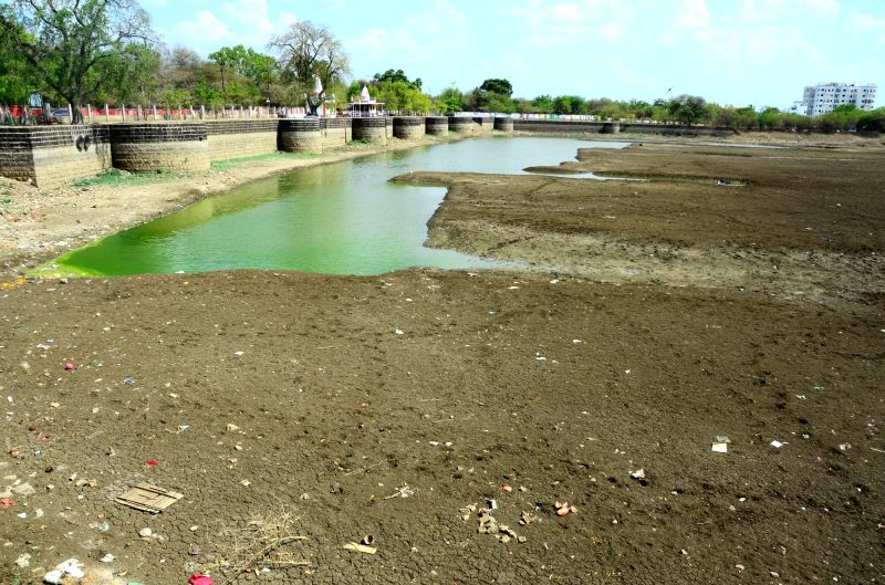 Nagpur: Sonegaon Lake runs dry as rising temperatures lead to reduction in water levels, in Nagpur on June 14, 2019. (Photo: IANS)