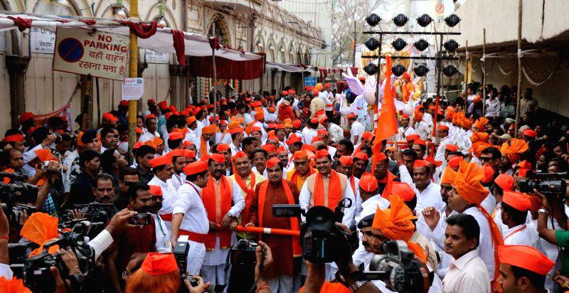 Union Minister Nitin Gadkari and Maharashtra Chief Minister Devendra Fadnavis at the Poddareshwar Ram procession to celebrate Ram Navami in Nagpur on March 28, 2015. - Nitin Gadkari