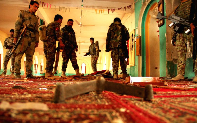 Nangarhar (Afghanistan): Afghan security forces gather at a mosque following a blast in Nangarhar province in eastern Afghanistan, Nov. 28, 2014. A bomb exploded inside a mosque in Khogiani district,
