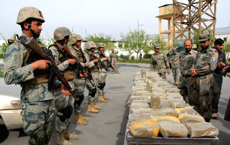 Afghan border policemen display 86 kilograms of hashish captured during an operation in Nangarhar province, east Afghanistan, March 26, 2015. (Xinhua/Tahir ...