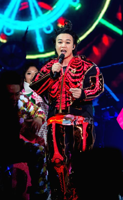 Singer Eason Chan performs at his solo concert in Nanjing, capital of east China's Jiangsu Province, April 11, 2015.