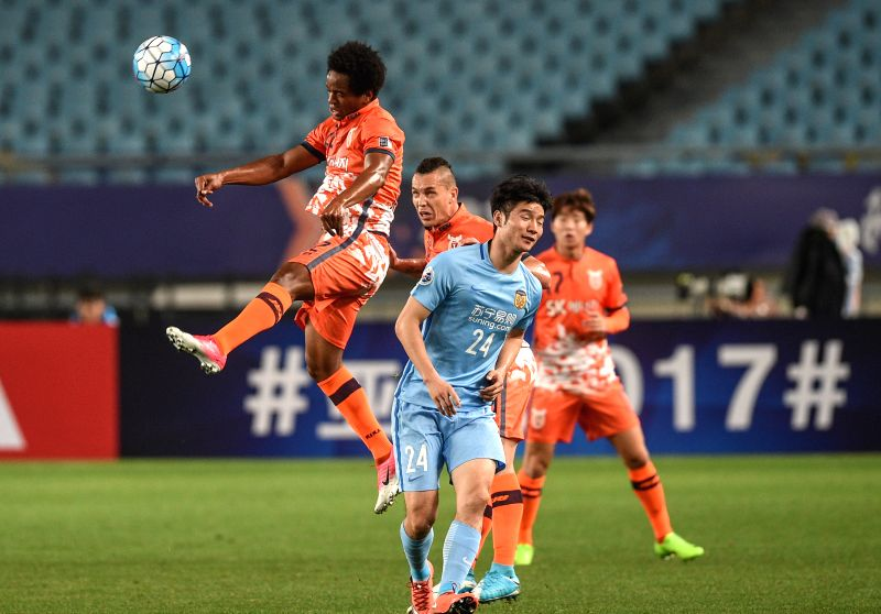 NANJING, April 25, 2017 - Magno Cruz (L) of South Korea's Jeju United competes during the AFC Champions League  Group H football match between China's Jiangsu FC and South Korea's Jeju United in ...