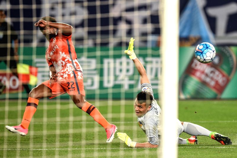 NANJING, April 25, 2017 - Magno Cruz of South Korea's Jeju United (L) competes during the AFC Champions League  Group H football match between China's Jiangsu FC and South Korea's Jeju United in ...