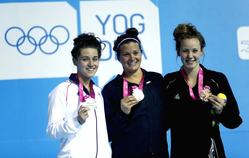 Jessica Fullalove(L)of Great Britain ,Clara  Smiddy(C)of United States of American and Bobbi Gichard(R)of New Zealand pose on the podium during the Women's 100m ...