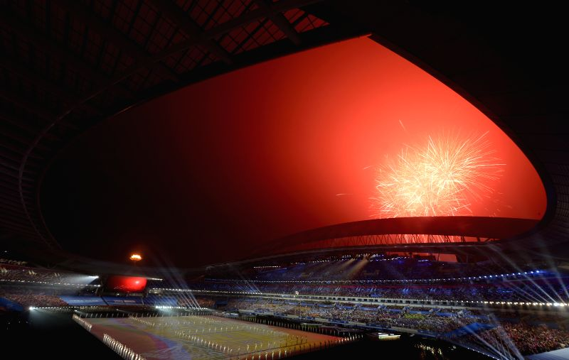 Fireworks explode during the closing ceremony of Nanjing 2014 Youth Olympic Games in Nanjing, capital of east China`s Jiangsu Province, Aug. 28, 2014. (Xinhua/Zhao .