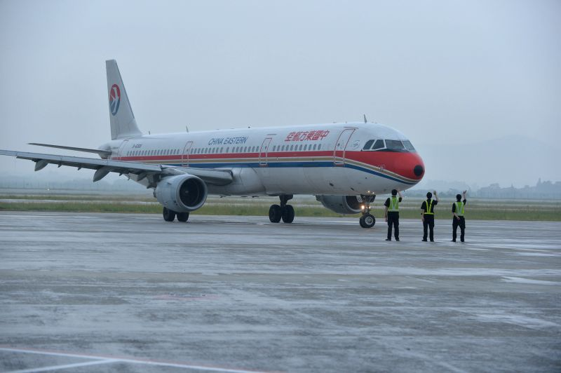 Ground staff members see off MU7201, the first passenger flight to depart from the newly-built Terminal 2 of Lukou Airport in Nanjing, capital of east China's ...
