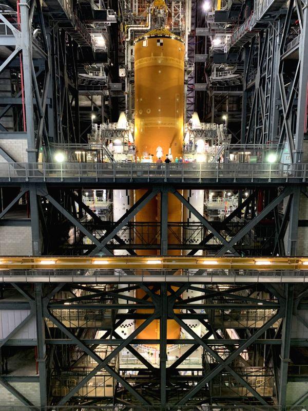 NASA finished assembling Artemis moon mission rocket (Photo: NASA)