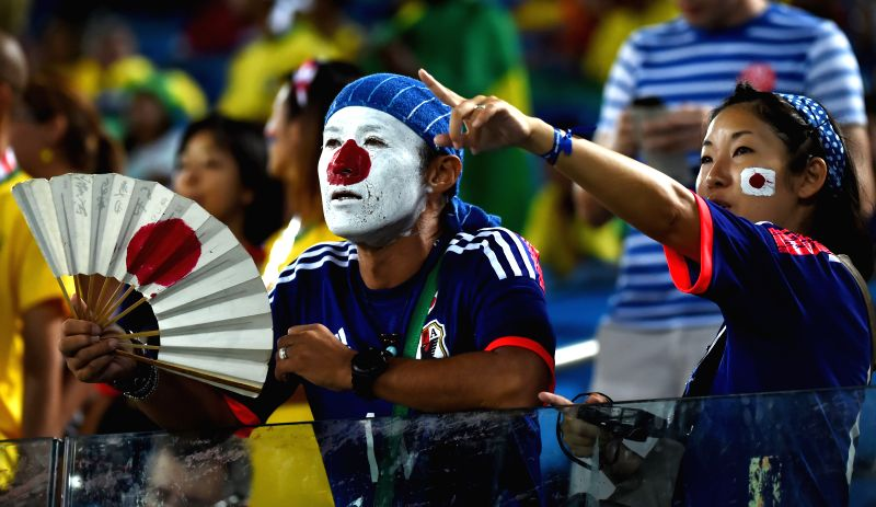 Japan's fans pose before a Group C match between Japan and Greece of 2014 FIFA World Cup at the Estadio das Dunas Stadium in Natal, Brazil, June 19, 2014.(Xinhua/Guo .