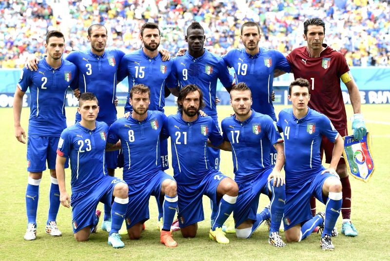 Italy's players pose for a group photo during a Group D match between Italy and Uruguay of 2014 FIFA World Cup at the Estadio das Dunas Stadium in Natal, Brazil, June