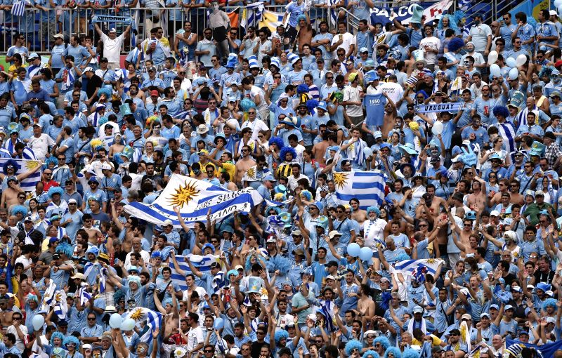 Uruguay's fans watch a Group D match between Italy and Uruguay of 2014 FIFA World Cup at the Estadio das Dunas Stadium in Natal, Brazil, June 24, 2014.