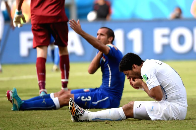 Uruguay's Luis Suarez (R) reacts during a Group D match between Italy and Uruguay of 2014 FIFA World Cup at the Estadio das Dunas Stadium in Natal, Brazil, June 24, ...