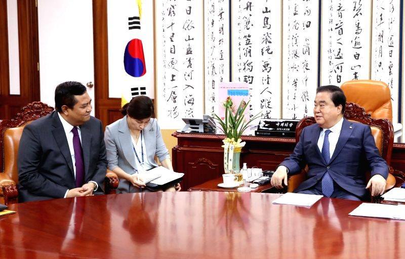 National Assembly Speaker Moon Hee-sang (R) meets with Indonesian ambassador Umar Hadi at his office in Seoul on July 30, 2018, in this photo courtesy of the National Assembly. - Moon Hee