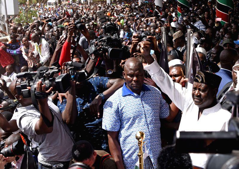 :National Super Alliance (NASA) leader Raila Odinga (R) gestures to his supporters at Uhuru Park in Nairobi, Kenya, Jan. 30, 2018. Kenya's main opposition ...