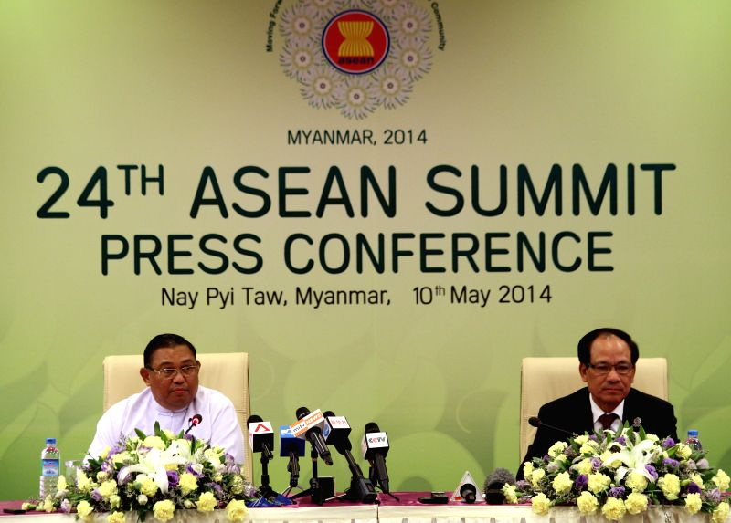 Myanmar Foreign Minister U Wunna Maung Lwin (L) and ASEAN Secretary-General Le Luong Minh attend the press conference after the ASEAN Foreign Ministers' Meeting . - U Wunna Maung Lwin