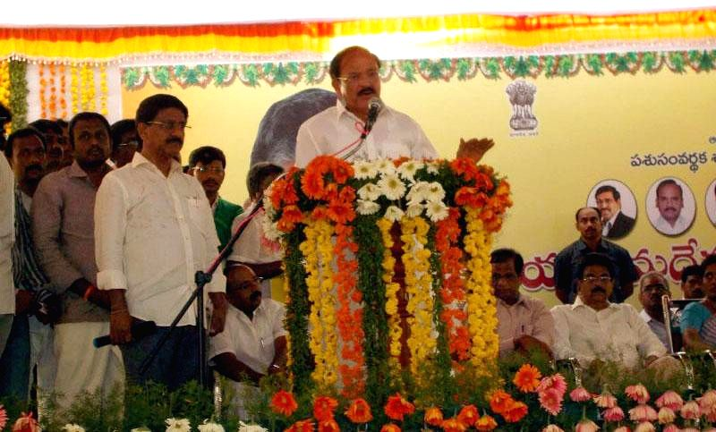 Union Minister for Urban Development, Housing and Urban Poverty Alleviation and Parliamentary Affairs, M Venkaiah Naidu addresses the gathering at the inauguration of the National Kamdhenu ...