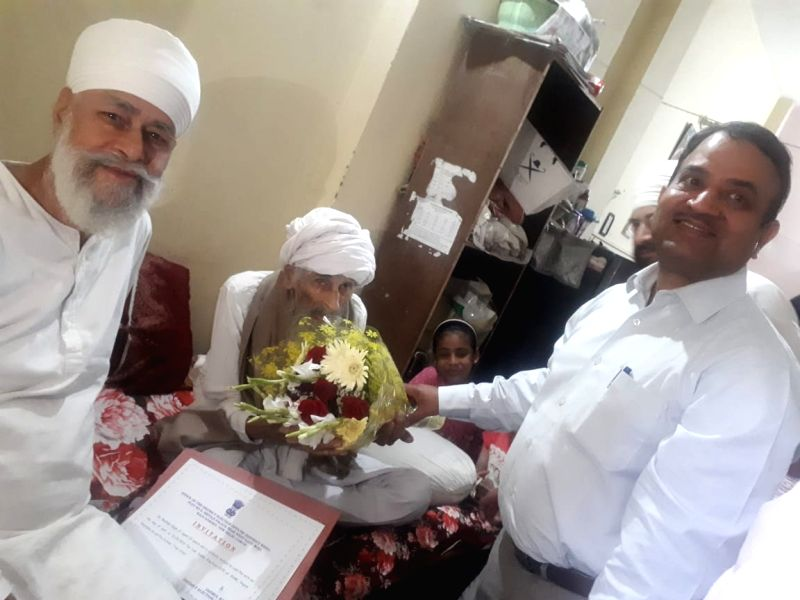 New Delhi: 111-year old Bachchan Singh, said to be Delhi's oldest voter. (Photo: IANS)