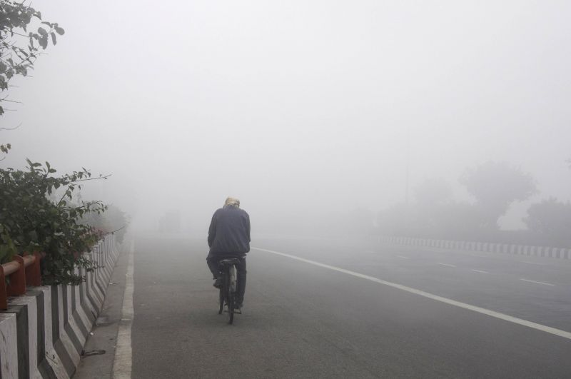 A blanket of dense fog covers New Delhi, on Dec 28, 2014.