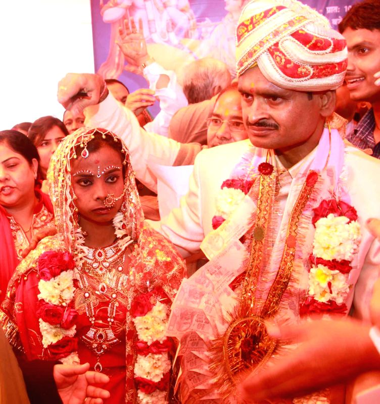 A couple tie the knot at a mass marriage programme organised in New Delhi on Feb 20, 2015.