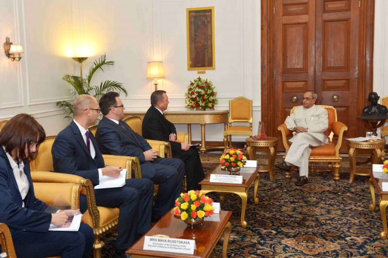 A delegation led by the Foreign Minister of Belarus Vladimir Makei calls on President Pranab Mukherjee at Rashtrapati Bhavan in New Delhi, on April 15, 2015. - Pranab Mukherjee