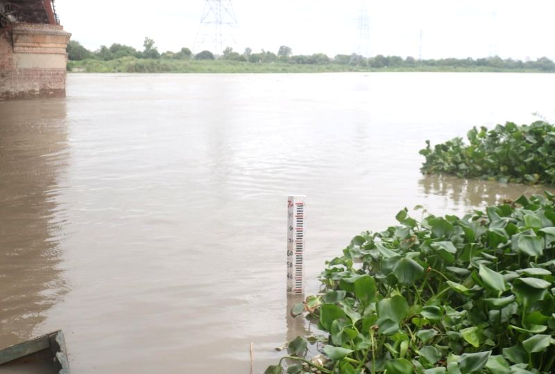 New Delhi: A view of the swollen Yamuna river after a rise in its water levels, in New Delhi on Aug 17, 2019.(Photo: Bidesh Manna/IANS)