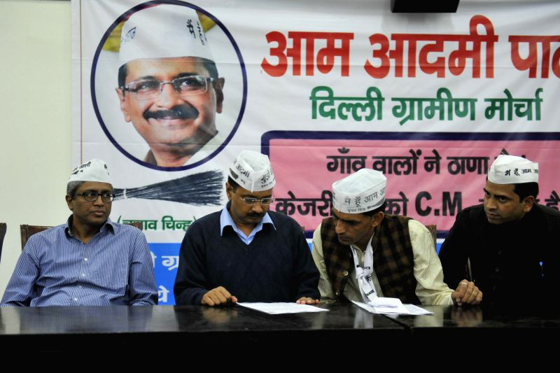 Aam Aadmi Party (AAP) leader Arvind Kejriwal with others AAP leaders during a seminar on AAP Delhi Gramine Morcaha at Constitution Hall, in New Delhi on Nov 29, 2014. - Arvind Kejriwal