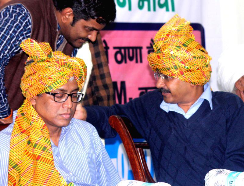 Aam Aadmi Party (AAP) leaders Arvind Kejriwal and Ashutosh during a seminar on AAP Delhi Gramine Morcaha at Constitution Hall, in New Delhi on Nov 29, 2014. - Arvind Kejriwal