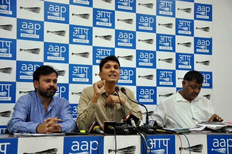 New Delhi: AAP leader Saurabh Bharadwaj addresses a press conference in New Delhi on Oct 18, 2017.