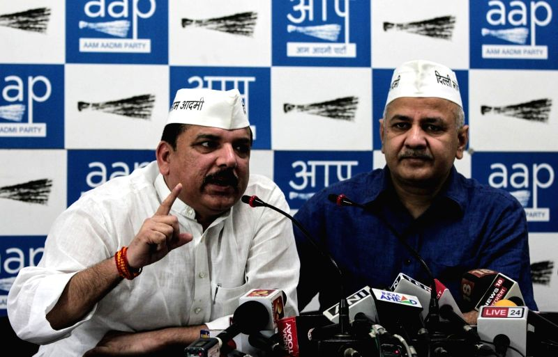 New Delhi: AAP leaders Sanjay Singh and Manish Sisodia address a press conference in New Delhi, on April 20, 2019.