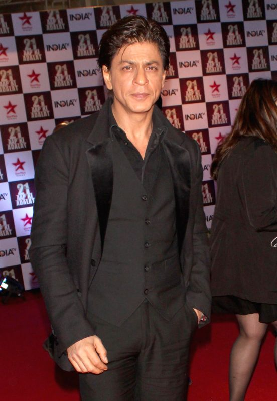 Actor Shah Rukh Khan during a programme organised to celebrate 21 years of a `Aap Ki Adalat` a TV show at Pragati Maidan in New Delhi on Dec 2, 2014. - Shah Rukh Khan