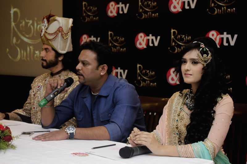Actor Sooraj Thapar, producer and directer Rahul Kumar Tewary and actress Pankhuri Awasthi during a press conference of their upcoming TV serial `Razia Sultan` in New Delhi, on Feb 4, ... - Sooraj Thapar and Rahul Kumar Tewary