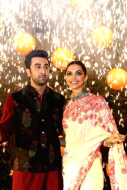 : New Delhi: Actors Ranbir Kapoor and Deepika Padukone celebrating Diwali to promote their film `Tamasha`, in New Delhi on Nov 10,2015. . - Ranbir Kapoor and Deepika Padukone