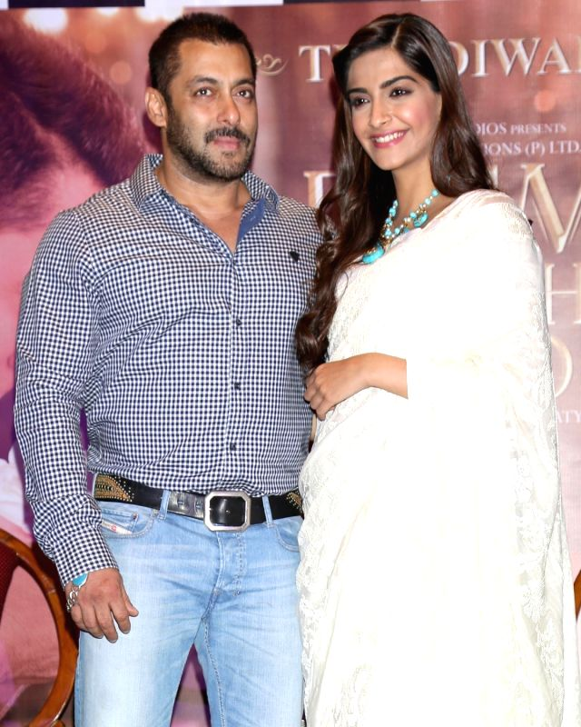 : New Delhi: Actors Salman Khan and Sonam Kapoor during a press conference organised to promote his upcoming film `Prem Ratan Dhan Payo` in New Delhi on Nov. 4, 2015. . - Salman Khan and Sonam Kapoor