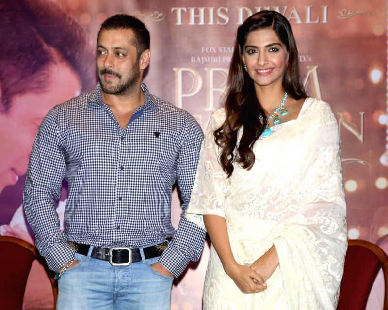 :New Delhi: Actors Salman Khan and Sonam Kapoor during a press conference organised to promote his upcoming film `Prem Ratan Dhan Payo` in New Delhi on Nov. 4, 2015. . - Salman Khan, Sonam Kapoor and Aamir Khan