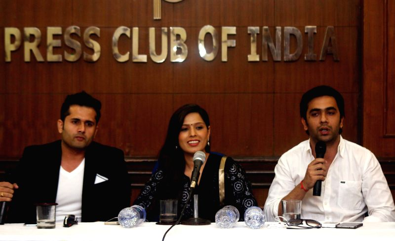 Actors Shobhit Attray, Heeba Shah and Nikhil Sharma during a press conference to promote their upcoming film `Tere Ishq Mein Qurbaan` in New Delhi, on April 1, 2015. - Shobhit Attray, Heeba Shah and Nikhil Sharma