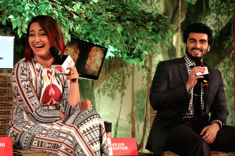 Actors Sonakshi Sinha and Arjun Kapoor during a programme organised by Aaj Tak news channel in New Delhi, on Dec 13, 2014. - Sonakshi Sinha and Arjun Kapoor