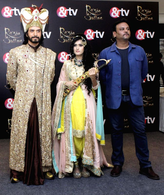 Actors Sooraj Thapar, Pankhuri Awasthi with producer and directer Rahul Kumar Tewary during a press conference of their upcoming TV serial `Razia Sultan` in New Delhi, on Feb 4, 2015. - Sooraj Thapar, Pankhuri Awasthi and Rahul Kumar Tewary