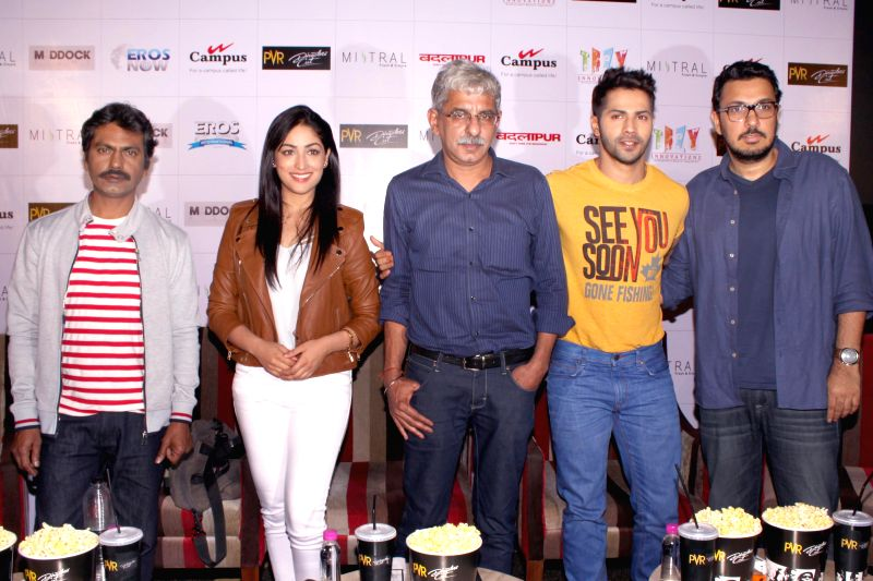 Actors Varun Dhawan, Nawazuddin Siddiqui, Yami Gautam with filmmaker Sriram Raghavan and producer Dinesh Vijan during a press conference to promote their upcoming film `Badlapura` in - Varun Dhawan, Nawazuddin Siddiqui and Yami Gautam