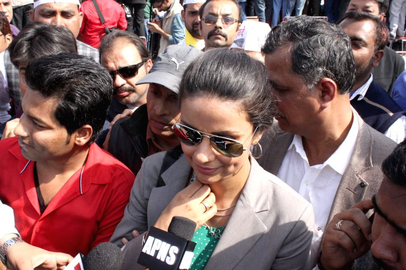 Actress and Aam Aadmi Party (AAP) worker Gul Gul Panag during the swearing-in ceremony of Delhi Chief Minister Arvind Kejriwal at Ramlila Maidan in New Delhi, on Feb 14, 2015. - Arvind Kejriwal and Gul Panag