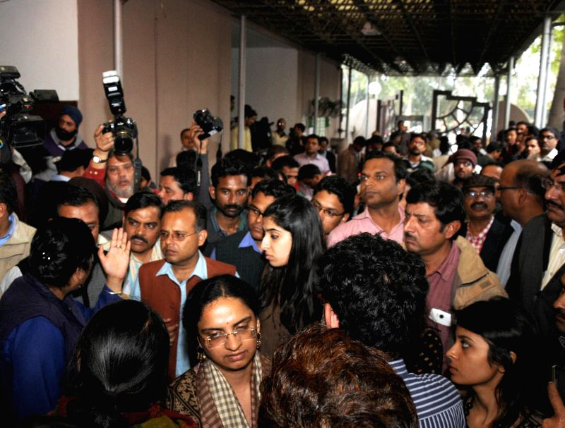 Angry Media persons gathered outside Delhi Secretariat and bycott the press conference of Delhi Deputy Chief Minister Manish Sisodia for not allowed entry on the first working day of the .. - Manish Sisodia